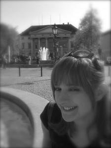 Sarah am Brunnen